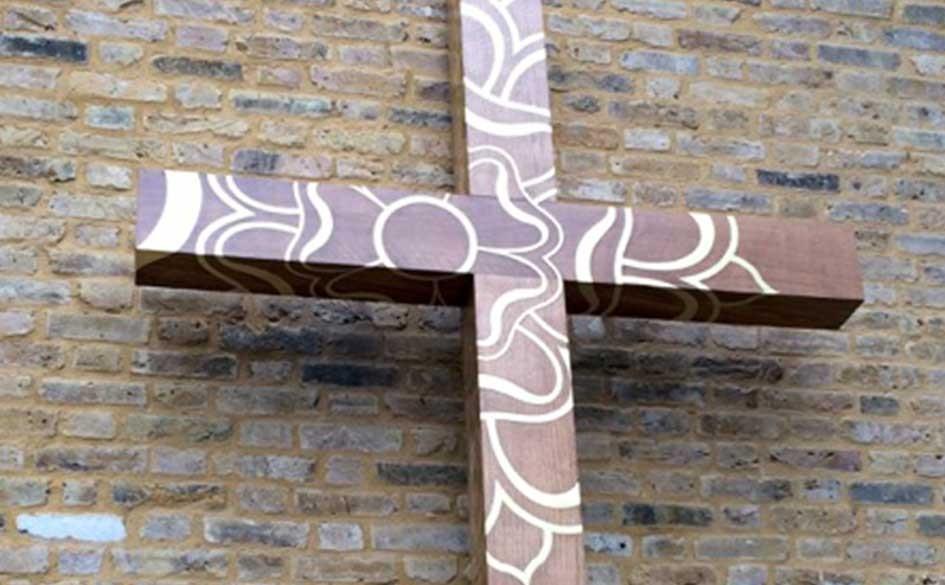 unique-cross-sculpture-vastern-timber-english-oak