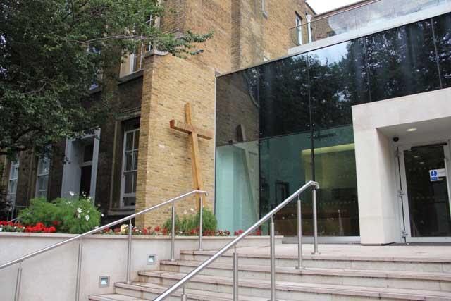unique-cross-sculpture-vastern-timber-english-oak-entrance